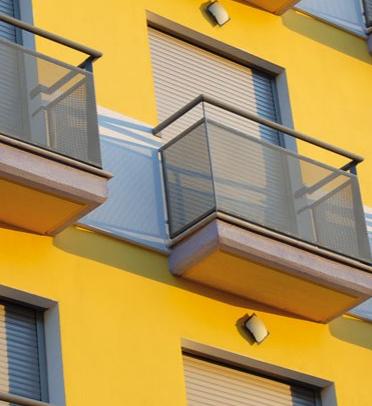 fachada con persianas