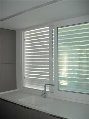 persiana seguridad microperforada blanca